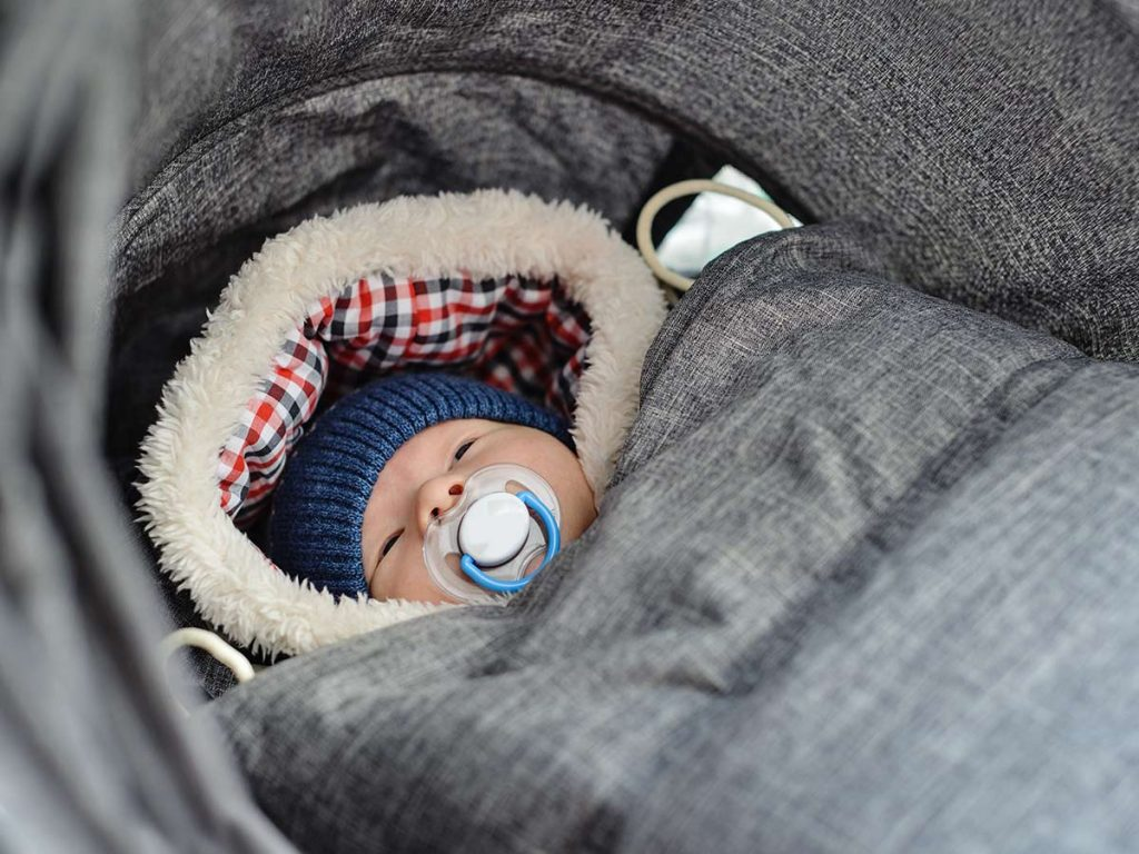 dieťatko vo fusaku